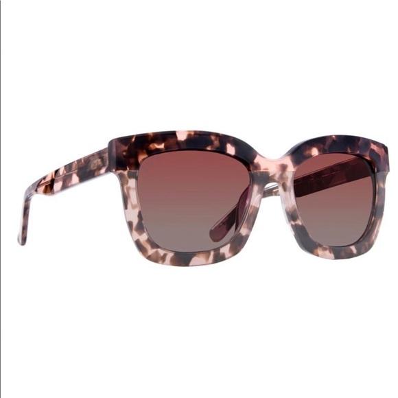 45e13847e598b DIFF Eyewear Carson Sunglasses